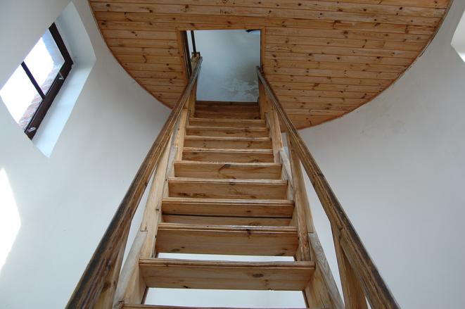 Jakie schody zajmują najmniej miejsca wdomu?