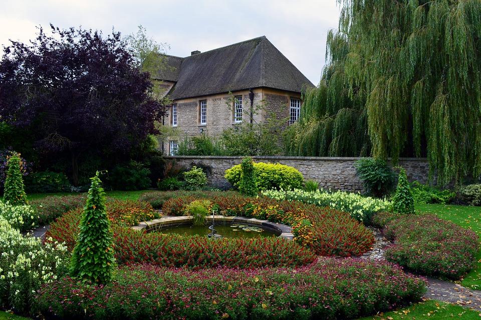 Wjaki sposób zaprojektować idealny ogród ? Przedstawiamy kilka cennych wskazówek przy tworzeniu ogrodu
