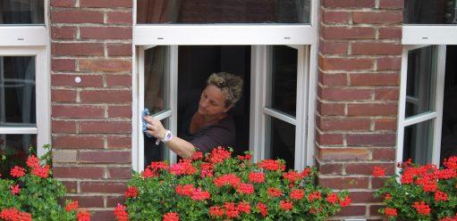 Mycie okien – bezsmug, szybko idokładnie – domowe sposoby