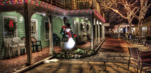 Świąteczne dekoracje zewnętrzne – ciekawe rozwiązania