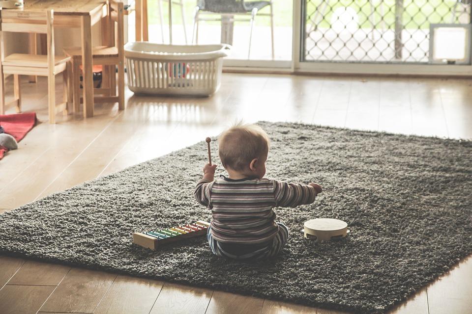 Jaki dywan najlepszy dla maleńkich stópek