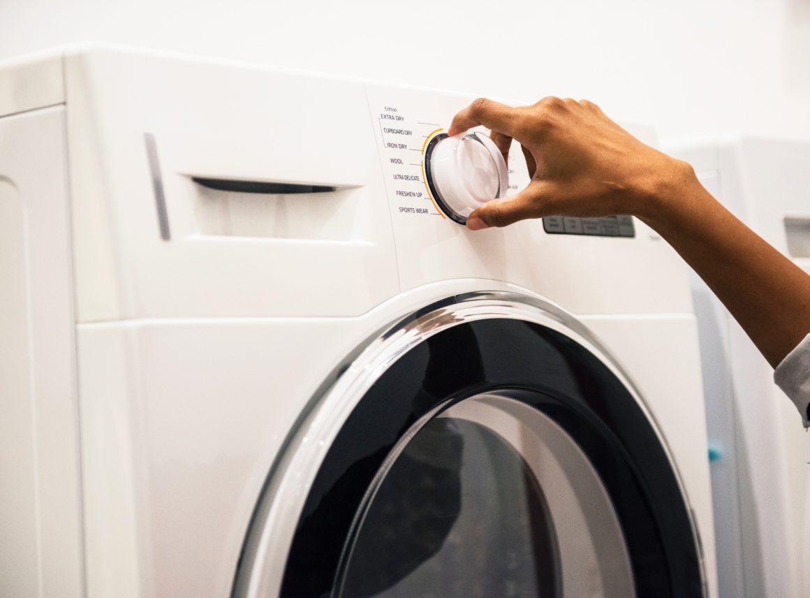 Jak wyczyścić pralkę? Przedstawiamy domowe sposoby