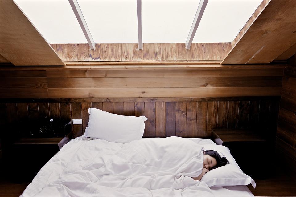 Jak wybrać łóżko podwójne?