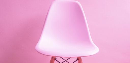Trzy miejsca wmieszkaniu idealne dla transparentnego krzesła