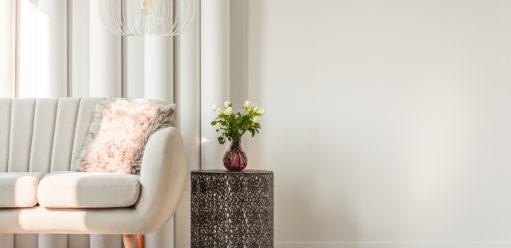 Jak urządzić małe wnętrza – triki, które optycznie powiększą mały salon