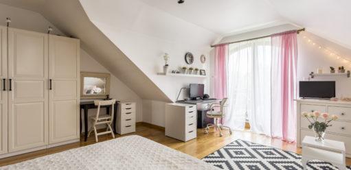 Pojemne szafy, które zpowodzeniem zastąpią garderobę