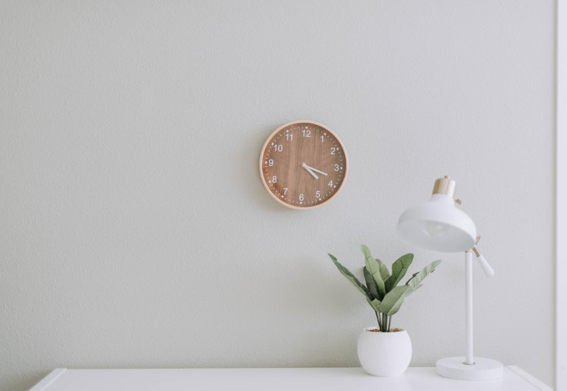 Oryginalne zegary ścienne – funkcjonalna dekoracja dokażdego pomieszczenia