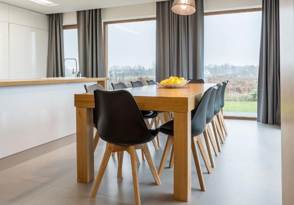 Stół okrągły, prostokątny czykwadratowy – jaki wybrać dosalonu?