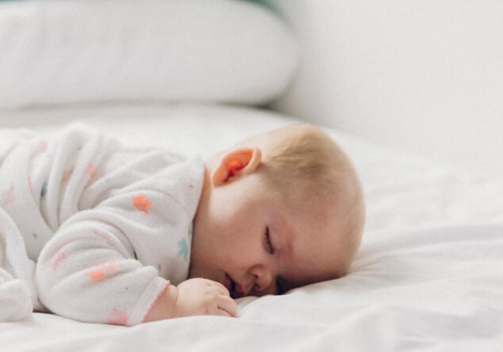 Jak przygotować ijak dbać oprześcieradło dla noworodka?