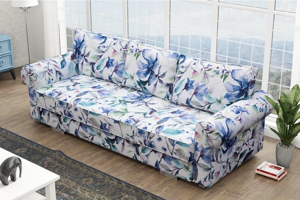 sofa zkwiecistym motywem