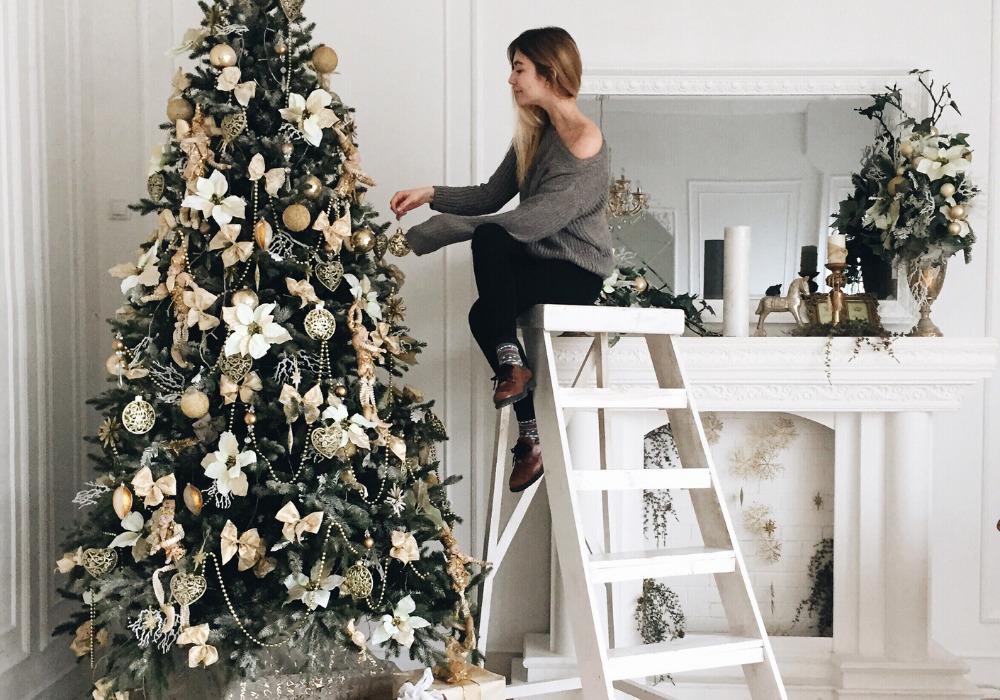 Bożonarodzeniowa choinka wstylowym wydaniu – jakie drzewko wybrać ijak je ozdobić?