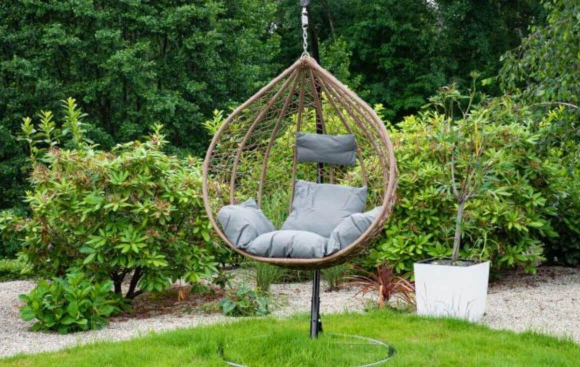Wiszące fotele ogrodowe – świetne rozwiązanie, gdyniemamy miejsca nahamak