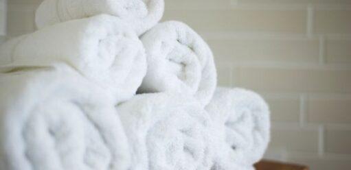 Poznaj zalety ręczników, czyli wygoda, ekologia ioszczędność wjednym