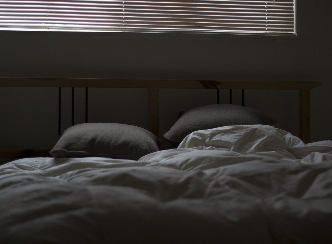 Poduszka dokarmienia – niezbędne wyposażenie czyniepotrzebny gadżet?