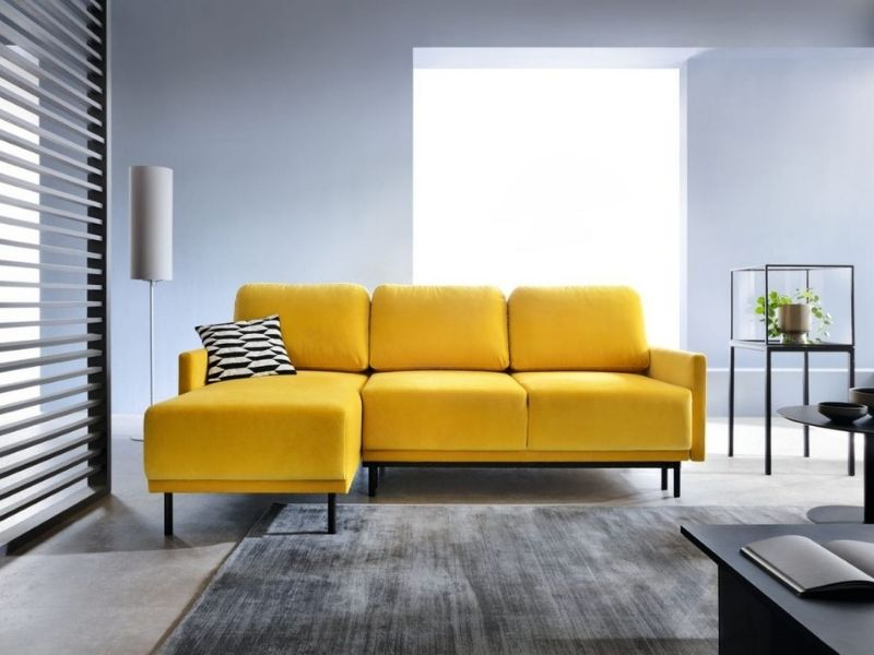 żółty narożnik dosalonu