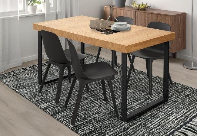 stół drewniany dosalonu