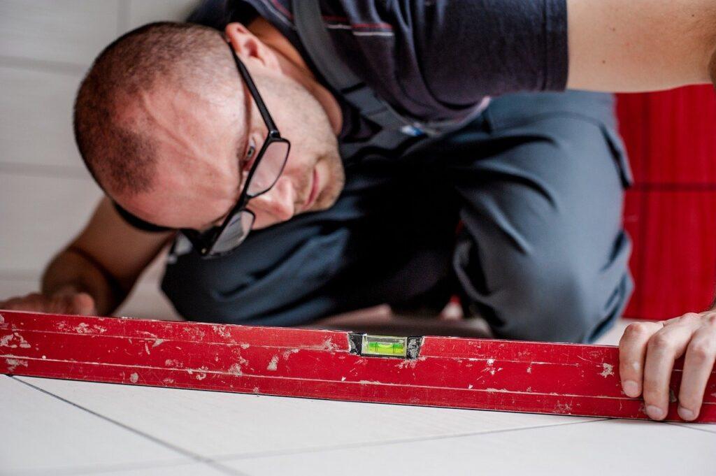 jaką poziomicę kupić doprac remontowych