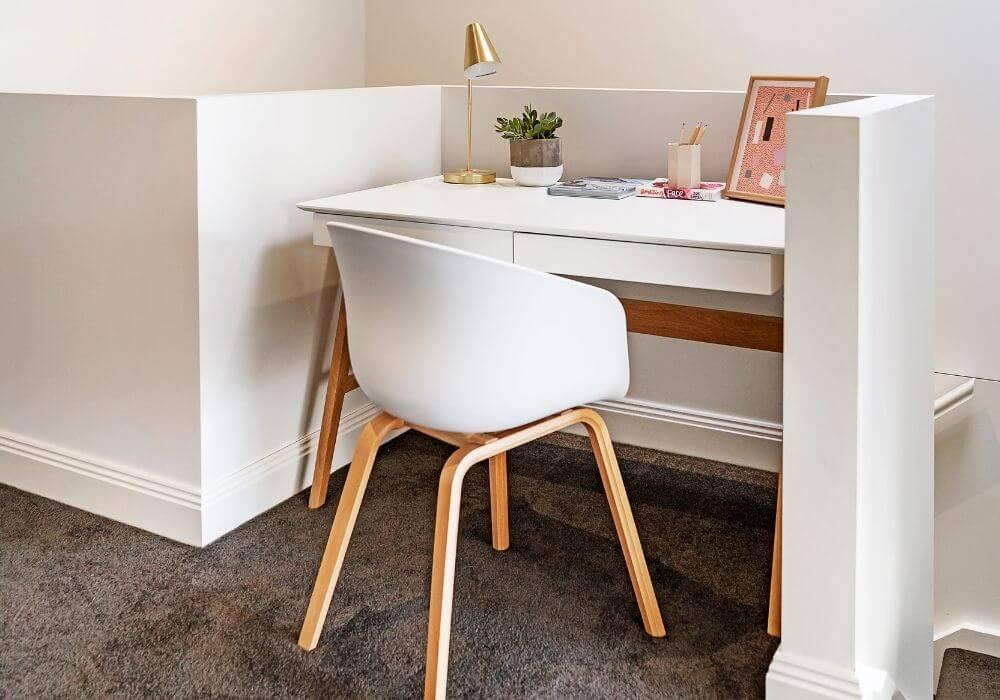 Poduszka sensomotoryczna – must have podczas wykonywania pracy siedzącej