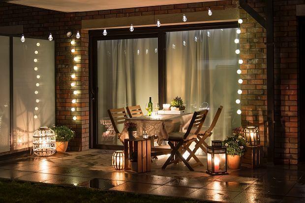 Światełka LED - aranżacja tarasu najesień